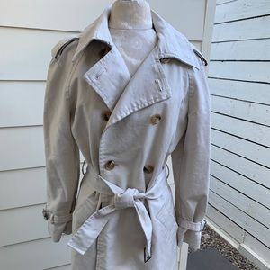 Trench coat w/tortoise buttons S